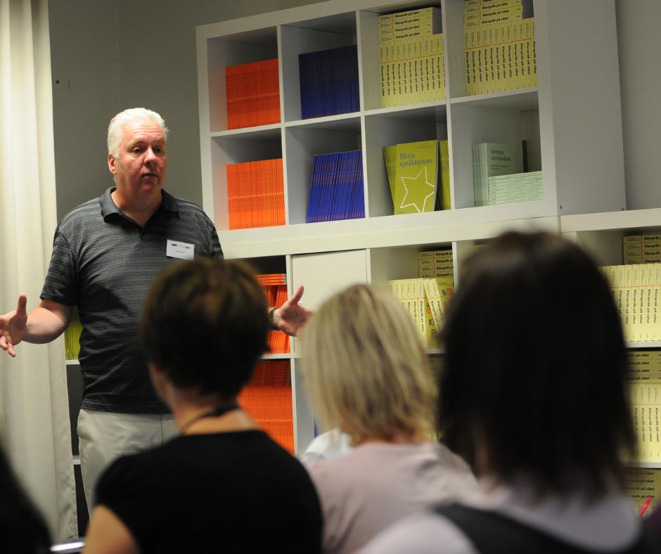 Mats Hydbom föreläser om muntlig kommunikation och retorik.