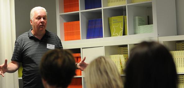 Retorikexperten Mats Hydbom föreläser om muntlig kommunikation och retorik.